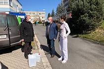 Sporckova nadace rozdala už 1500 litrů dezinfekce.