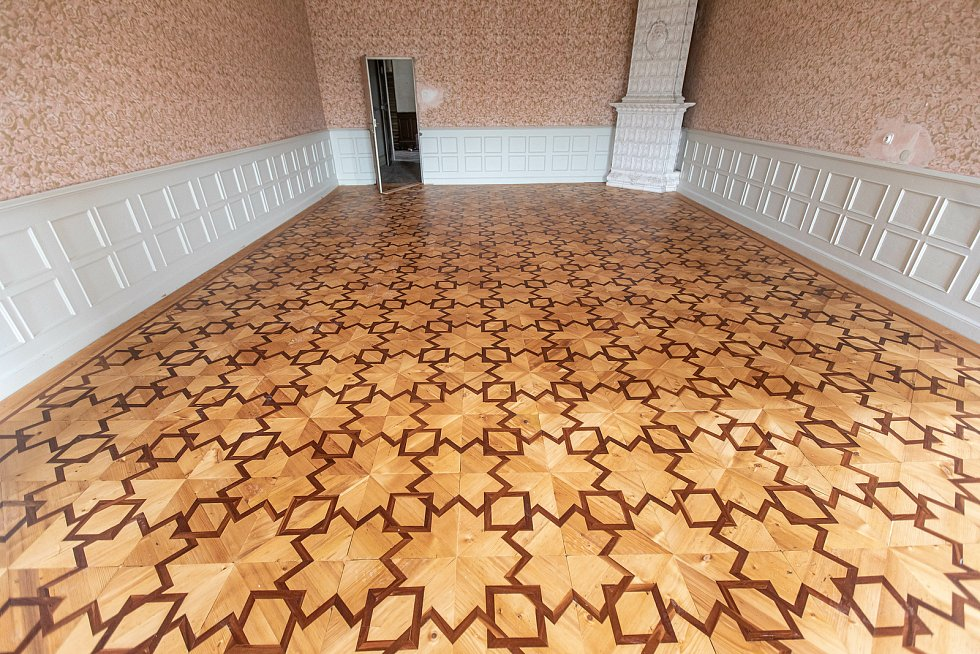 Podlaha se dochovala a po renovaci vypadá jako nová.