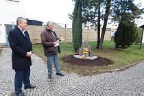 Na slavnosti promluvil místostarosta Petr Poláček (vpravo). Akt zakončil starosta Petr Tojnar.