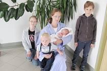 JOSEF ANTONÍN: Rodiče Ráchel Pípalová a Jaromír Dobeš z Rychnova se radují ze syna. Narodil se 9. 8. v 19.25 hodin s váhou 3,35 kg a délkou 50 cm. Na bratříčka se moc těšili Sára, Teodor, František a Marek.