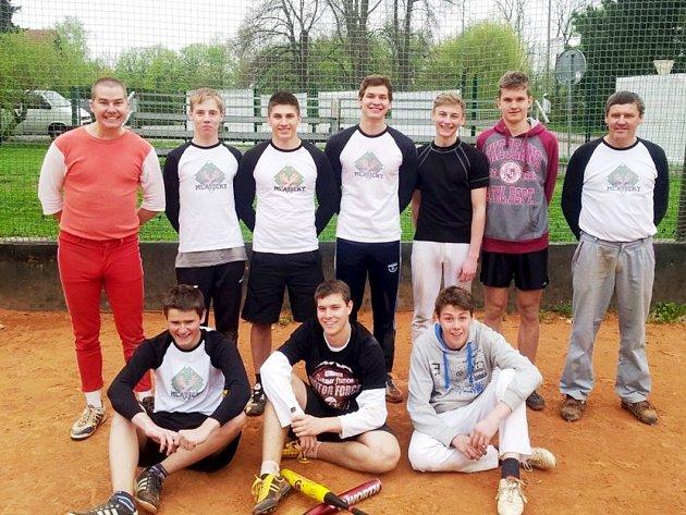 PRVNÍ BODY si zapsali do tabulky členové softbalového týmu Mlátičky z Kostelce nad Orlicí.