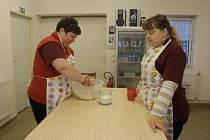 V rámci terapie mohou vyrábět drobné pečivo