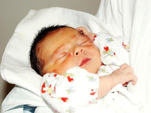 VIKTOR ZAJÍC.  Eva Václavíčková a Radek Zajíc z Hradce Králové se stali rodiči chlapce Viktora (3,57 kg, 50 cm). Narodil se 5. 6. 2011 ve 14.11 hodin. Tatínek u porodu pomáhal na jedničku