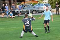 VYSOKÝM VÍTĚZSTVÍM fotbalistů Častolovic nad Ohnišovem (7:1) skončilo utkání třetího kola krajské I. A třídy.