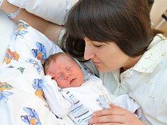 TOBIÁŠ DOLEŽAL je po Lucince druhým dítětem Jany a Aleše z Voděrad. Narodil se 26. února ve 4.48 hodin. Po narození vážil 3,08 kg.