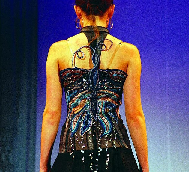 Módní přehlídky ve Vamberku, na kterých se předvádí krajkové ozdoby a aplikace,  vždy přitahují velkou pozornost publika.