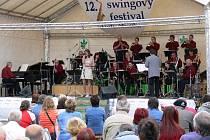 Také na 12. ročníku Mezinárodního swingového festivalu v Týništi nad Orlicí  byl hostem večera trumpetista Laco Desci.