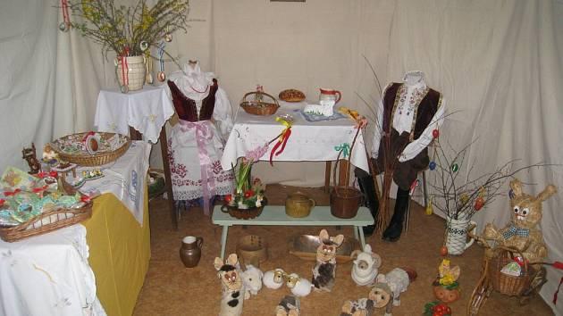 Častolovičtí zahrádkáři ukázali první expozice připravované víkendové výstavy Velikonoce – svátky jara, kterou pořádají již po osmé.
