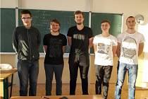 Pětice studentů rychnovského gymnázia (Michal Jireš, Jakub Rajnštajn, Jan Vaník, Jiří Kukla a Vojtěch Netík), která uspěla na soutěži Fyziklání online.