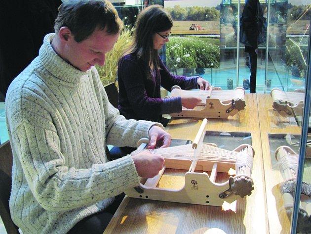 Praktické dílny v Muzeu Orlických hor umožnily návštěvníkům, vyzkoušet si dřívější řemesla v praxi.
