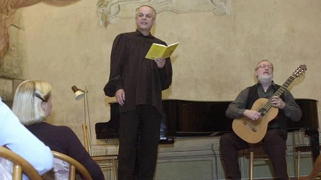 Silný hlas Alfreda Strejčka dodá večeru kouzlo. Iva Kramperová se zase postará o jedinečný hudební zážitek.