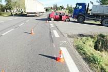 Felicie se srazily na křižovatce v Podbřezí, jedna byla odhozena na nákladní vozidlo značky Volvo.