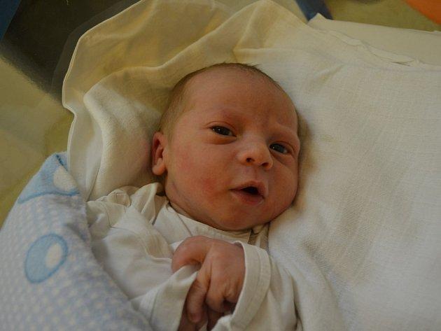 LUKÁŠ PETRŽÍLEK přišel na svět 7. února v 17:27 s váhou 3520 gramů a délkou 50 cm. Z jeho narození se těší maminka Renáta Chocholáčová a tatínek Lukáš Petržílek z Rokytnice v Orlických horách. Tatínek byl mamince u porodu obrovskou oporou.