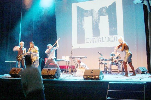 Koncert neratovské kapely Mentallica v Paláci Akropolis v Praze.