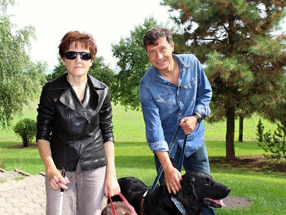 S HERCEM PAVLEM KŘÍŽEM, představitelem Štěpána Šafránka v proslulé filmové sérii o básnících, se Renata Moravcová seznámila při natáčení pořadu Kousek nebe, který herec moderoval.