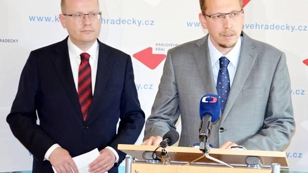 Zleva premiér Bohuslav Sobotka a hejtman Královéhradeckého kraje Jiří Štěpán.