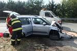 Střet nákladního a osobního auta odnesl zraněním jeden člověk.