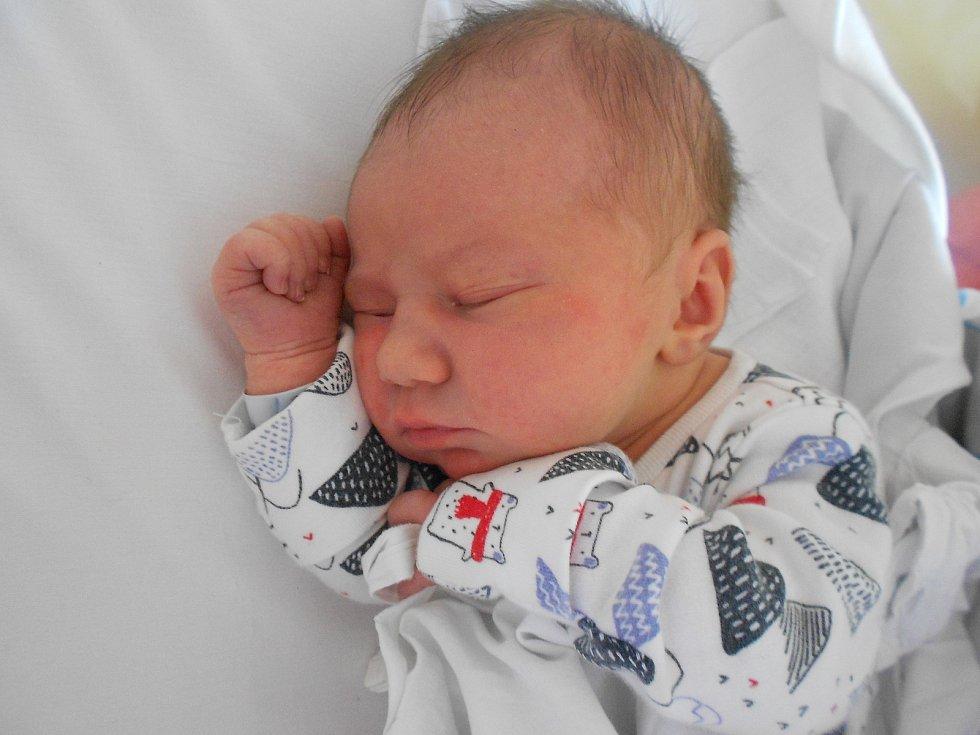 Magdaléna Hůlková se narodila 19. 3. 2021 v12:35 hodin. Vážila 3 150 g a měřila 49 cm. Rodiče Monika Menclová a Michal Hůlka pochází ze Skuhrova nad Bělou. Tatínek byl u porodu a zvládl to podle maminky skvěle.