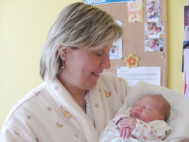 NIKOLA HAVIAROVÁ: Rodiče Renata Koubová a Luboš Haviar z Lipin se radují z dcery. Holčička se narodila 27. 4. ve 22.35 hodin s váhou 3 kg a délkou 49 cm. Doma se na sestřičku těšila Terezka. Tatínek to u porodu zvládal suprově.