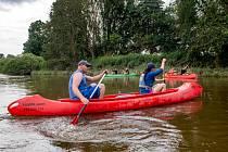 Vodáci na Orlici v Týništi  - Vodáci sjíždějí 20. července 2021 řeku Orlici v Týništi nad Orlicí. Pro vodáky jsou nyní na řekách Orlicích na Rychnovsku výborné podmínky.