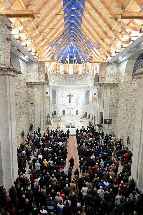 V poutním kostele v Neratově v Orlických horách se po roce opět sloužila Svatohubertská mše.
