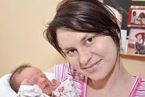VIKTORIE JANEČKOVÁ: Manželé Jana a Roman Janečkovi z Vamberka se radují z narození dcery Viktorky. Na svět přišla 13. února v 10.34 hodin s váhou 2,63 kg a délkou 47 cm. Na sestřičku se těší Nelinka