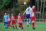 Z finálového utkání fotbalového Poháru Rychnovska Petrovice - Vamberk (0:1).