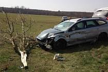 Nehoda auta a motorky v Česticích