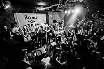HUDEBNÍ SKUPINA Band-a-SKA oslavila příchod vánočního času také v loňských letech. Minulé ročníky měly veliký úspěch, ten letošní by neměl být výjimkou.