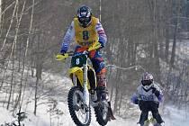VÍTĚZOVÉ šestého závodu MČR v motoskijöringu Marcel Hock a Jonáš Berger