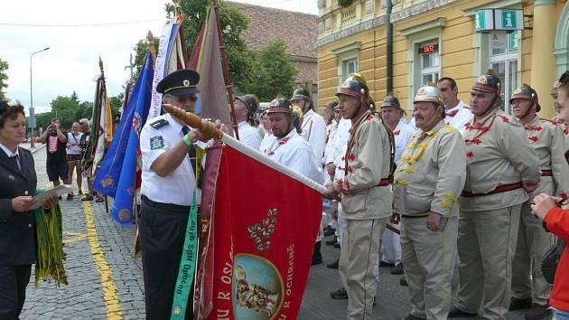 Součástí oslav bylo také předávání pamětních stuh.