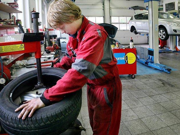 Výměna pneumatik z letních na zimní? Od letoška už povinnost