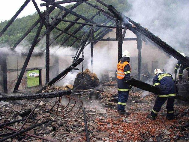 Požáru ve Slatině nad Zdobnicí na Rychnovsku.