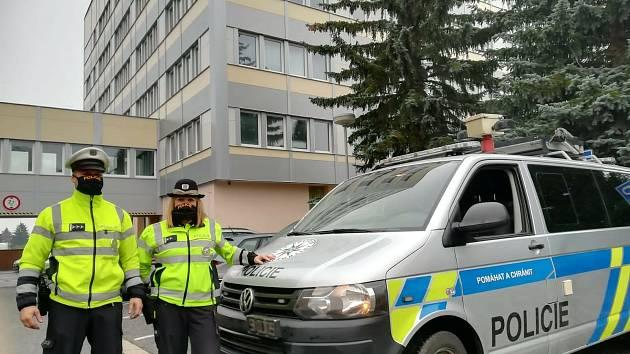 Policisté Lucie Šebestová a Milan Pírko.