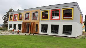 Konec staré škole v Černíkovicích