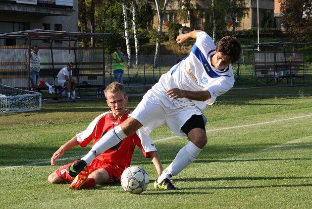 PRVNÍ JARNÍ okresní derby měl dnes vidět Ohnišov, ale duel s Kostelcem nad Orlicí byl z důvodu nezpůsobilého terénu odložen. V podzimním střetnutí vyhráli Kostelečtí 2:0.