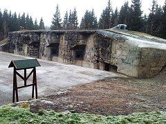Dělostřelecký srub R-H-S 79 Na Mýtině, který je kubaturou betonu současně největší pevnostní objekt československého předválečného opevnění u nás.
