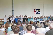 Výročí oslavili ve škole žáci i učitelé, přišlo také mnoho hostů.