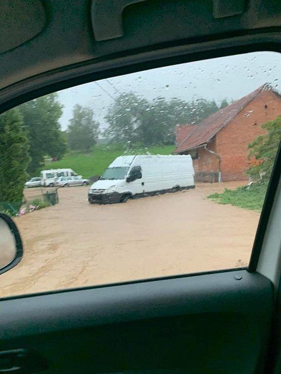 Déšť způsobil v Kostelci nad Orlicí na Rychnovsku záplavy. Foto: Petr Poláček