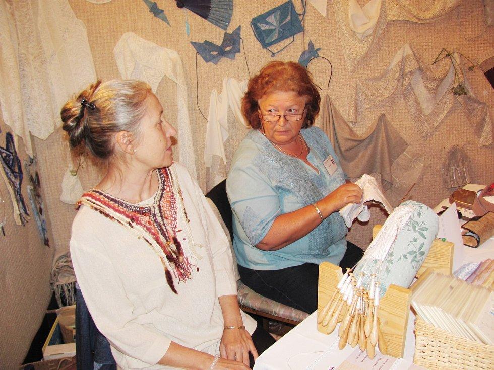 Výstavy a módní přehlídky o víkendu po roce opět ovládly Mekku českého paličkování
