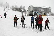 První lyžaři - běžkaři v Deštném v O. h.