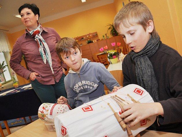 JEDNA Z PRVNÍCH velikonočních výstav se v sobotu uskutečnila v Opočně.