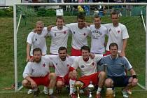 VÍTĚZOVÉ. Hráči týmu Lambáda Hradec Králové předváděli na Vršovan Cupu kvalitní výkony a po zásluze dokráčeli k premiérovému triumfu na tomto populárním klání.
