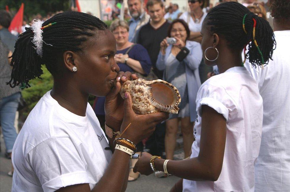 Soubor Bawtasamba & Bailarinas Baianas z Kapverdských ostrovů.