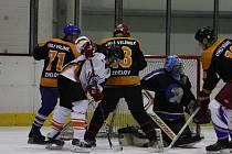 PRVNÍMI ZÁPASY předkola play off pokračovala Rychnovská hokejová liga.