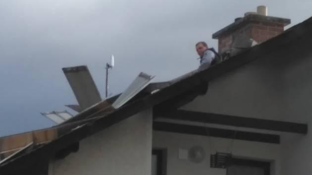 Dobrovolní hasiči z Pohoří: hrdinové na střeše.