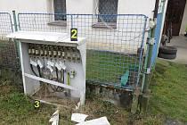 Neznámý řidič narazil do elektrického rozvaděče v Chlístově a z místa nehody ujel.