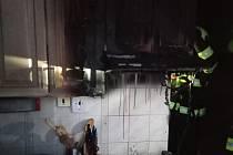 Požár v Rokytnici v bytové kuchyni.