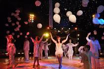 Artisté, klauni, cvičitelé i jejich zvířecí svěřenci z cirkusu Jo-Joo předváděli nadšenému publiku své umění