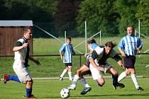 Tvrdý souboj v derby I. B třídy Černíkovice – Vamberk (3:1).